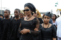 The-widow-of-Nigeria's-seccessionist-leader-Odumegwu-Ojukwu,-Bianca-Ojukwu-(C),-and-her-children-arrive-to-attend-the-national-inter-denominational-funeral-rites-at-Michael-Opkara-Square-in-Enugu.-Getty-photoe..1.jpg